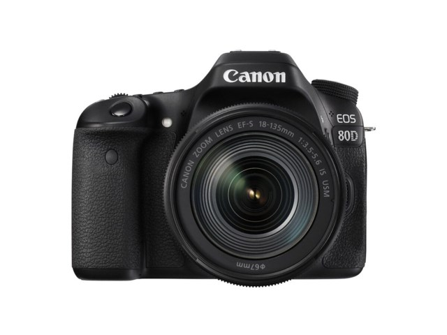 Canon EOS 80D med EF-S 18-135/3,5-5,6 IS USM