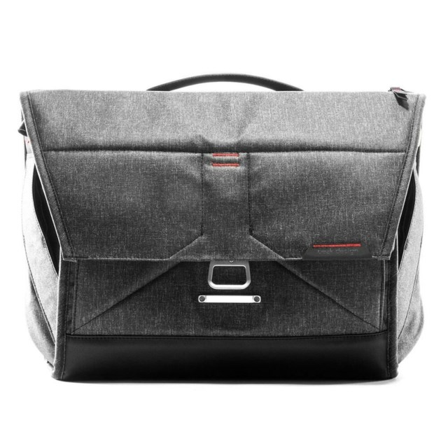 "Peak Design Axelväska Everyday Messenger 13"" Charcoal"