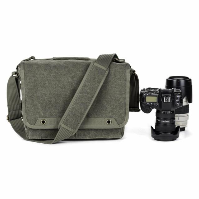 huge discount 7de58 2c010 Rymmer två fullformatskameror med grepp och objektiv